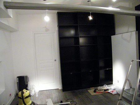 pan de mur am nag en biblioth que moderne m dium laqu noir atelier de l 39 b niste c cognard. Black Bedroom Furniture Sets. Home Design Ideas