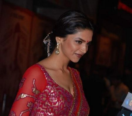 Deepika-Padukone---Abhishek-Bachchan-lors-de-la-Premiere-du.jpg