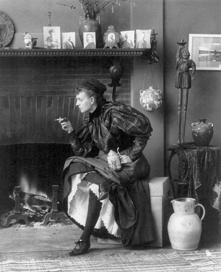 Self-Portrait--As-a-New-Woman---1896--Frances-Benjamin-John.jpg