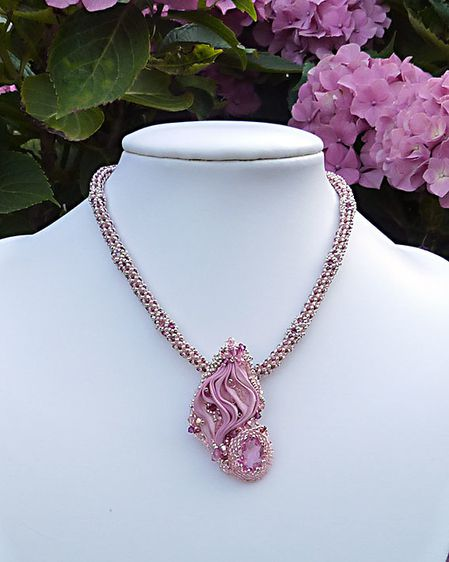 Collier-shib-rose
