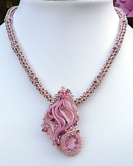 Collier-shib-rose1
