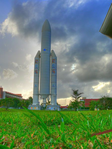 450px-Full-size_Ariane_5_model_at_the_CSG_in_HDR.jpg