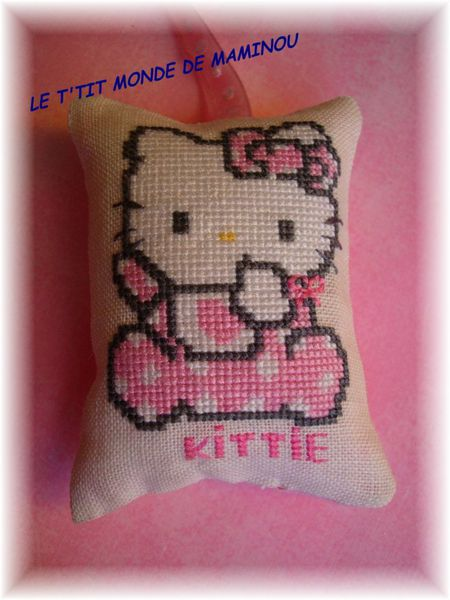 HELLO KITTY COUSSINET BRODE