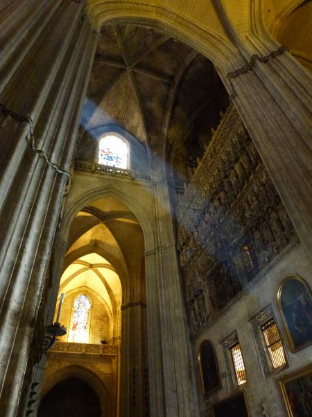 SEVILLA----cathedrale---interieur---lumiere.JPG