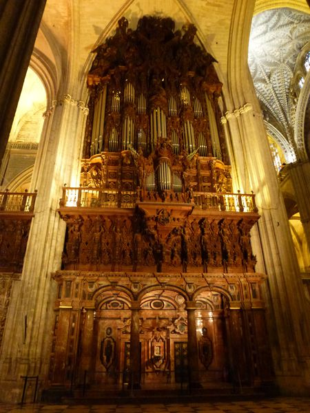 SEVILLA----cathedrale---orgues.JPG