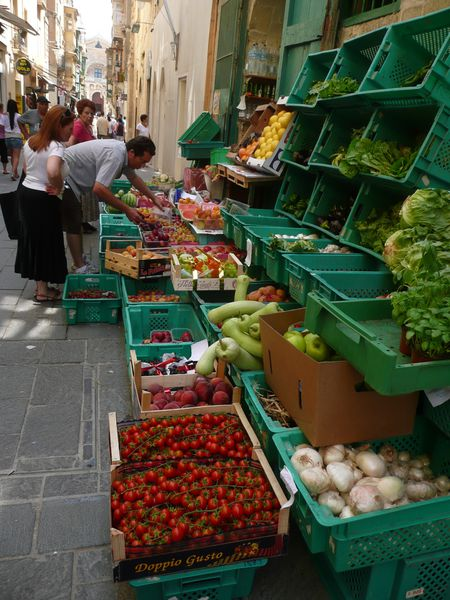 VALLETTA - marchand légumes vers Zachary Street