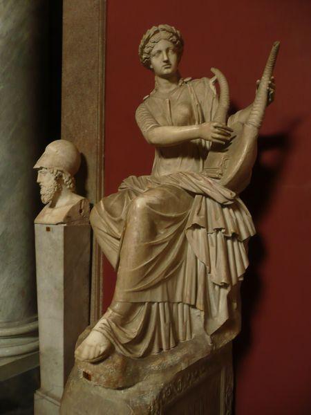 Vatican---statue-muse.JPG