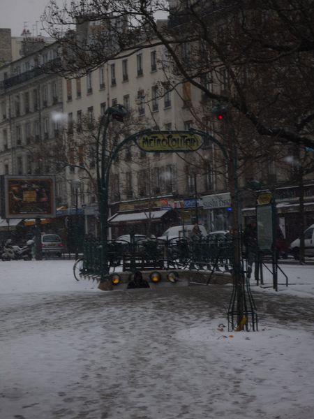 Métro Ménilmontant sous la neige