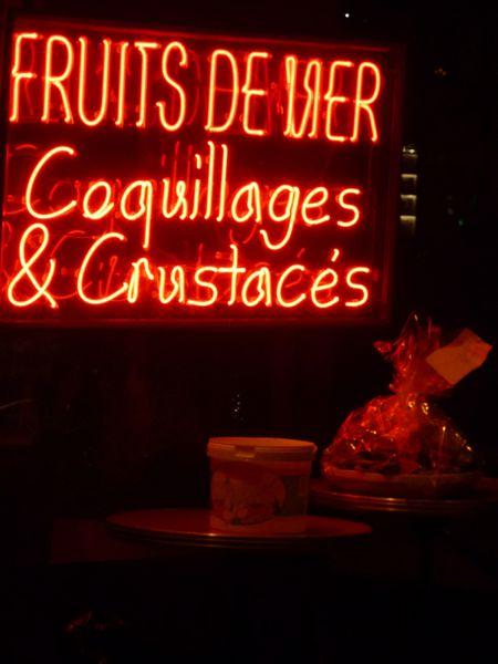 Place Victor Hugo à Paris - les huitres attendent le clien