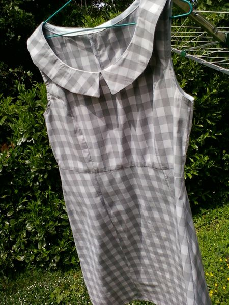 11_05-robe-carreaux-gris-1.jpg