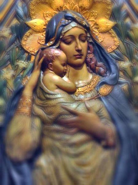 Marie-et-bebe-Jesus-flou-artistique-parousie.over-blog.f.jpg