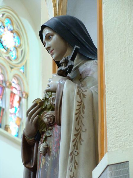 Statue-Therese-roses-et-Christ-parousie.over-blog.fr.jpg