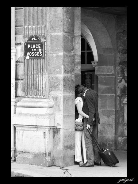 Un lieu, un couple, un au revoir...