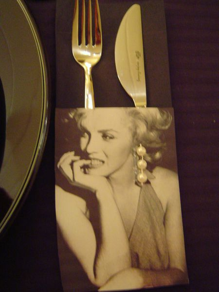 table marilyn monroe5