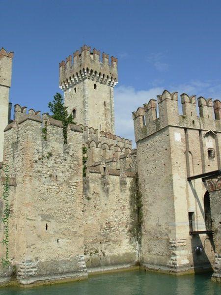 Sirmione-chateau-medieval-.JPG