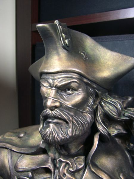 bust pirate-09
