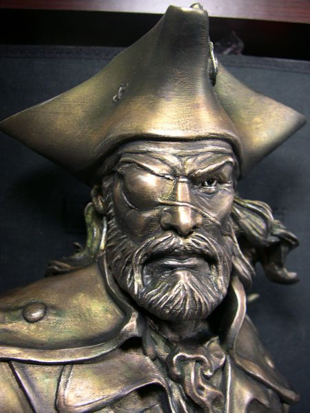 bust pirate-11