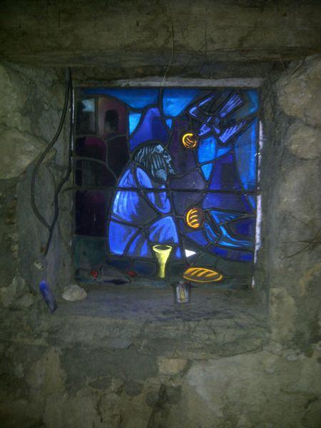 IMG-20120601-00048-Vitrail-de-l-oratoire-du-gite-de-St-Mau.jpg