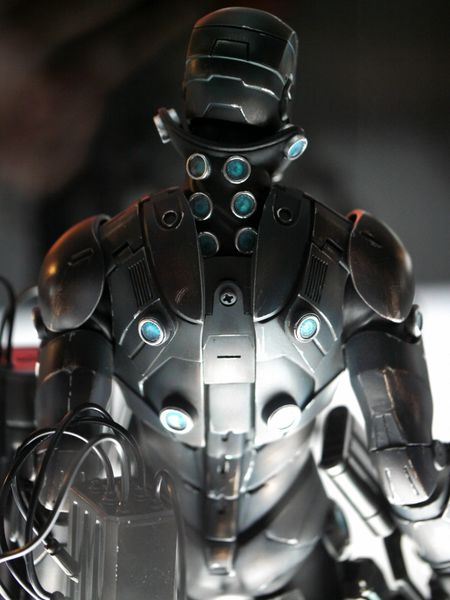 iron-man-customs-hot-toys-10th-anniversary-39