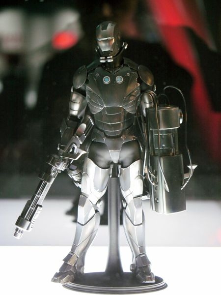 iron-man-customs-hot-toys-10th-anniversary-41