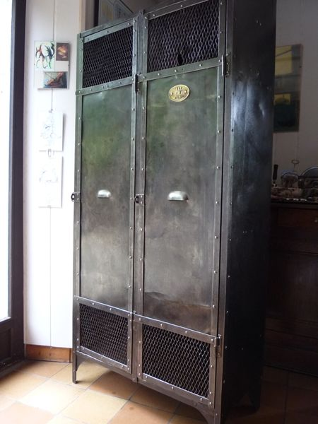vestiaire metal rivete 2 portes grillage industriel atelier 1930 mettetal industry design. Black Bedroom Furniture Sets. Home Design Ideas