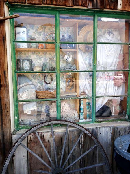 Apache-Trail-Tortilla-Flat-vitrine.jpg