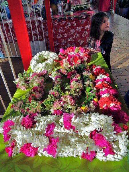 Papeete-marche-couronnes-fleurs-2.jpg