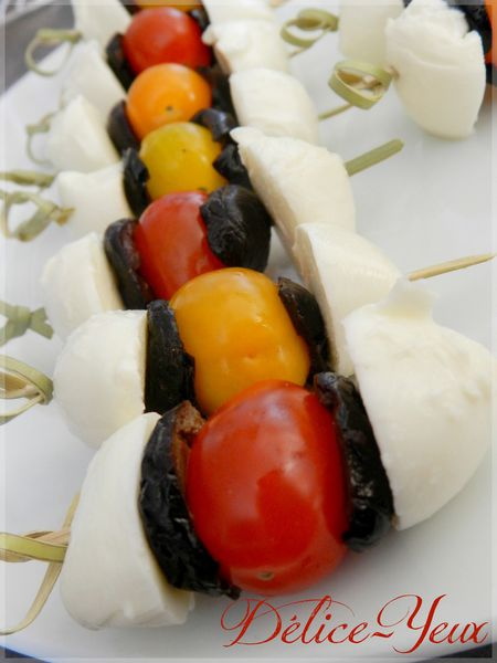 Brochettes tomates mozza olives1