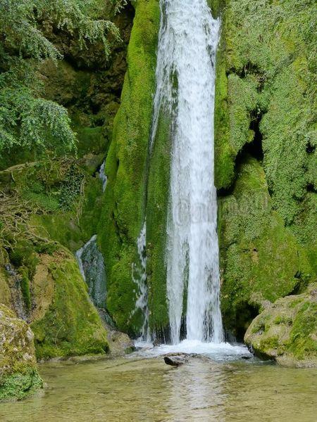 Roquefort les cascades en AriègeP1060816-border