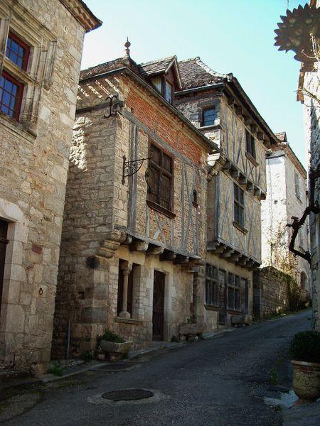 ses maisons anciennes et petite ruelle