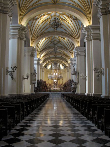 CATHEDRALE-LIMA-TRAVEE-CENTRALE.jpg