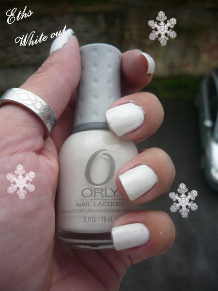 Orly White out 2 couches
