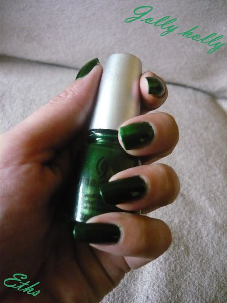 China glaze Jolly holly n°886 collection noel 2 couches