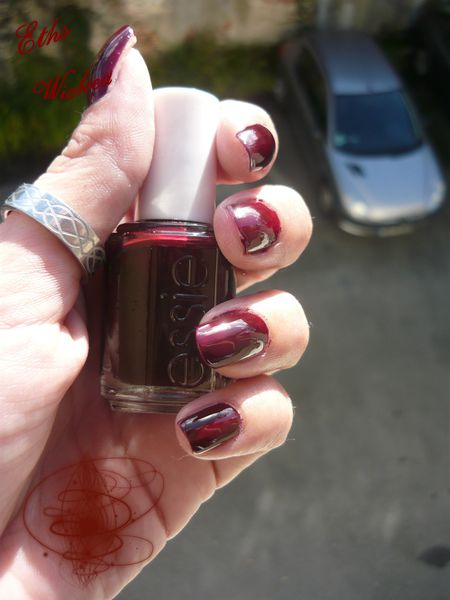 Essie Wicked 2 couches