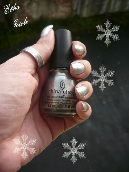china glaze Icicle 1023 let it snow 2 couche