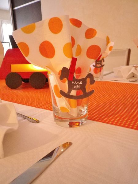 Creation of table decor theme toy of child red and orange for Table enfant rouge
