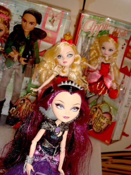 ever after high-dolls