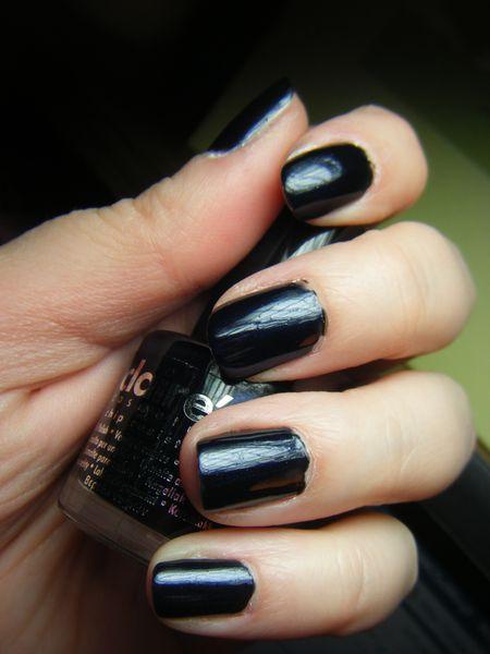 vernis bleu nuit claire 39 s les ongles d 39 alexia. Black Bedroom Furniture Sets. Home Design Ideas