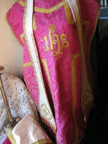 chasuble-rose.jpg
