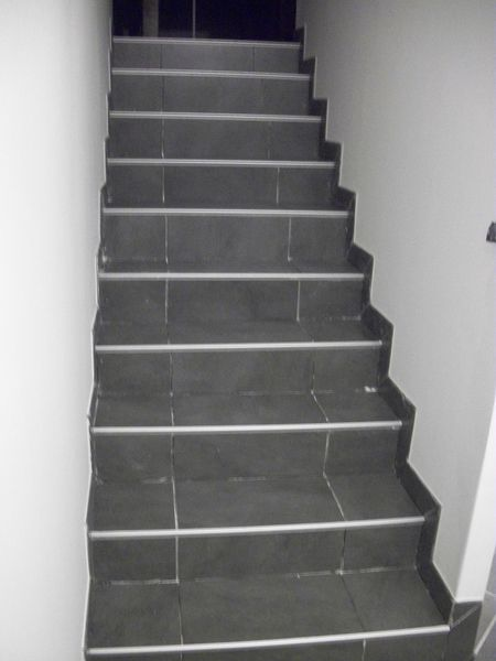 Pose carrelage pose carrelage escalier moderne design for Poser du carrelage sur escalier beton