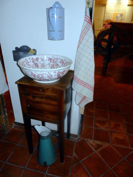 le coin toilette le blog de musee moutiers. Black Bedroom Furniture Sets. Home Design Ideas