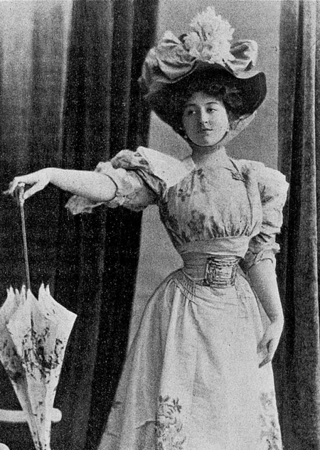 La-Grande-Dame-1896-4.png