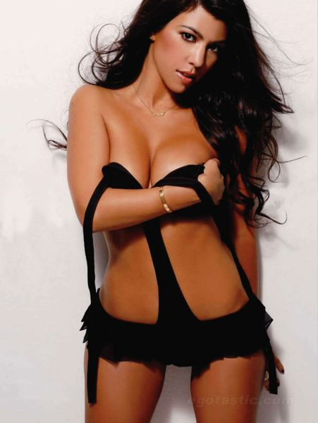 kourtney-kardashian-maxim-india-03