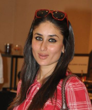 Kareena-Smoky-Eyes.JPG