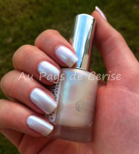 holographic-white-essence.jpg