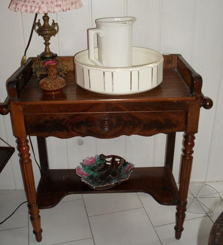 a vendre table de toilette ancienne le blog de jadis. Black Bedroom Furniture Sets. Home Design Ideas