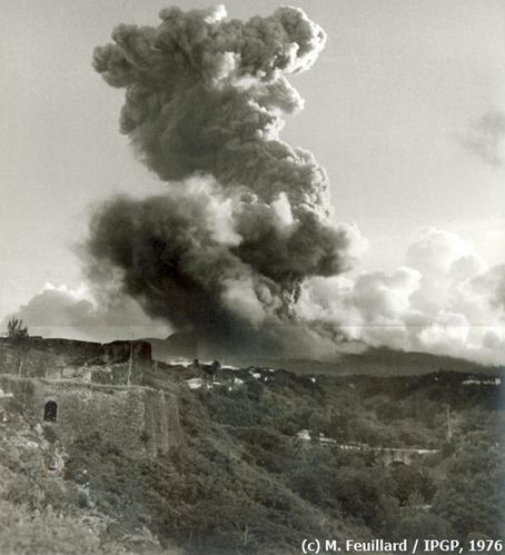 1976-09-22_MF_eruption-1.jpg