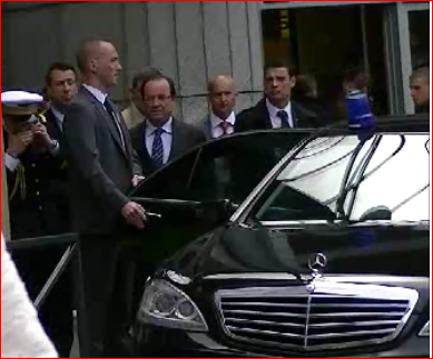 PDT-HOLLANDE-A-LA-SORTIE-DE-LA-GARE-DU-MIDI-cheikfitanews.PNG