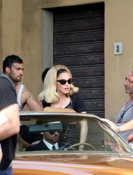 20120618-pictures-madonna-turn-up-the-radio-set-25