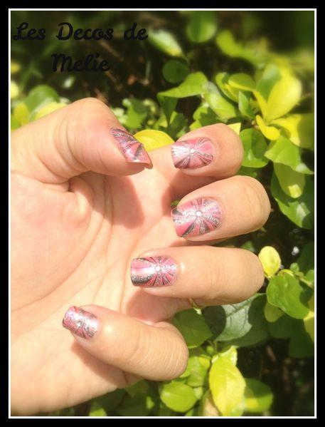 nail-art-water-marble-rose-et-argent2.jpg